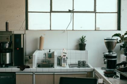 キッチンを省スペース化!折りたためる水切りなどキッチン用品まとめ。